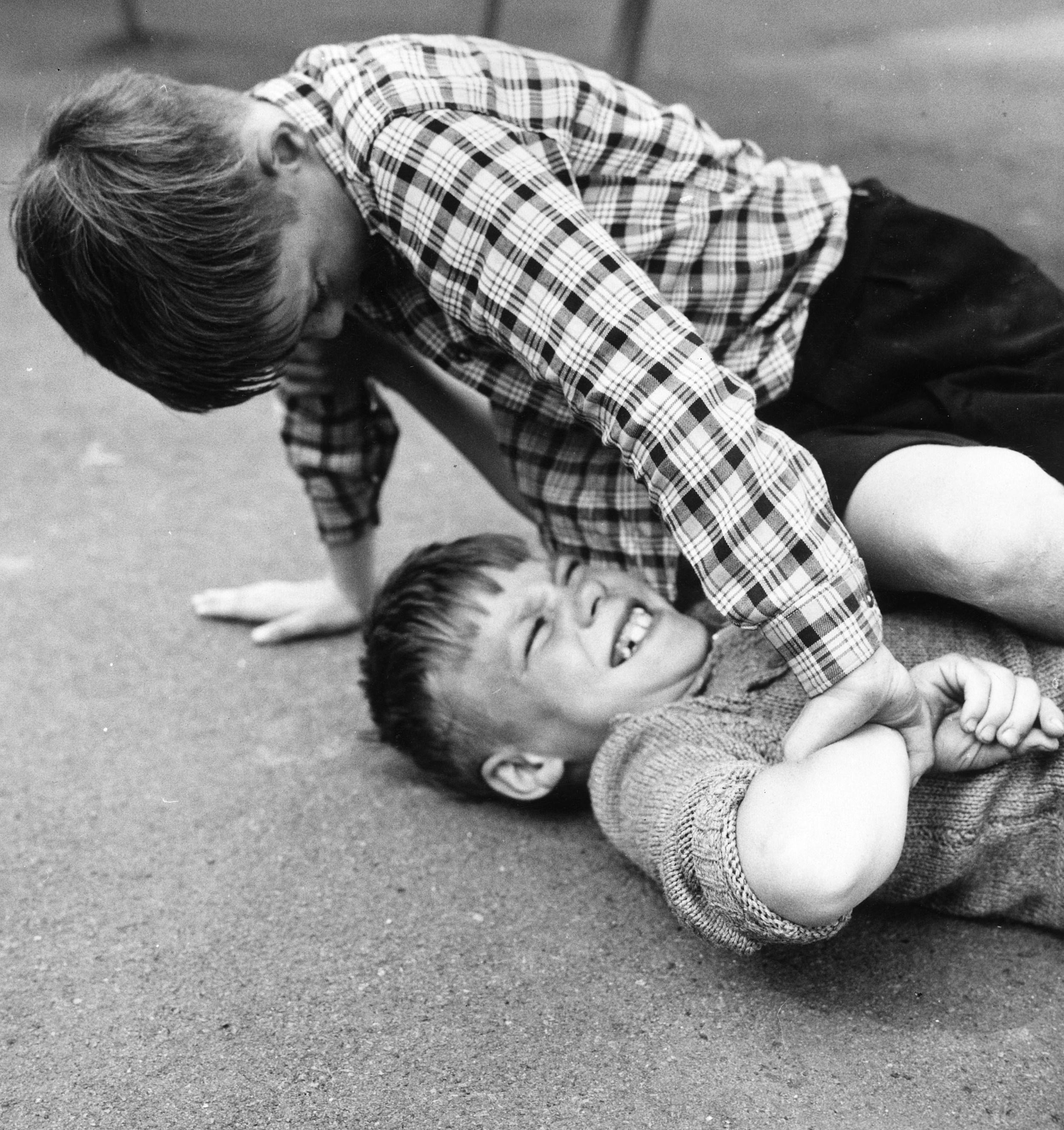 children fighting at school - photo #44
